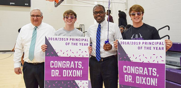 Dr. Anthony Dixon with students and Dr. Ingram